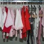 Babykleding maten, wassen en hoe valt een bepaalde merk
